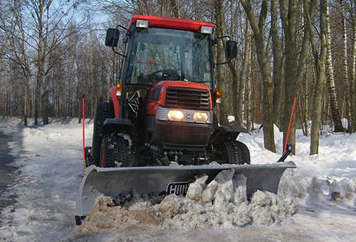 snowplow-kubota-compact-tractor